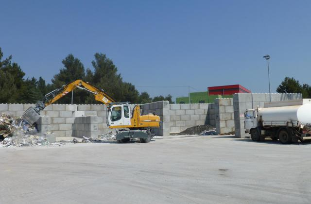 Modulobloc stapelbare betonblokken voor een recyclagepark